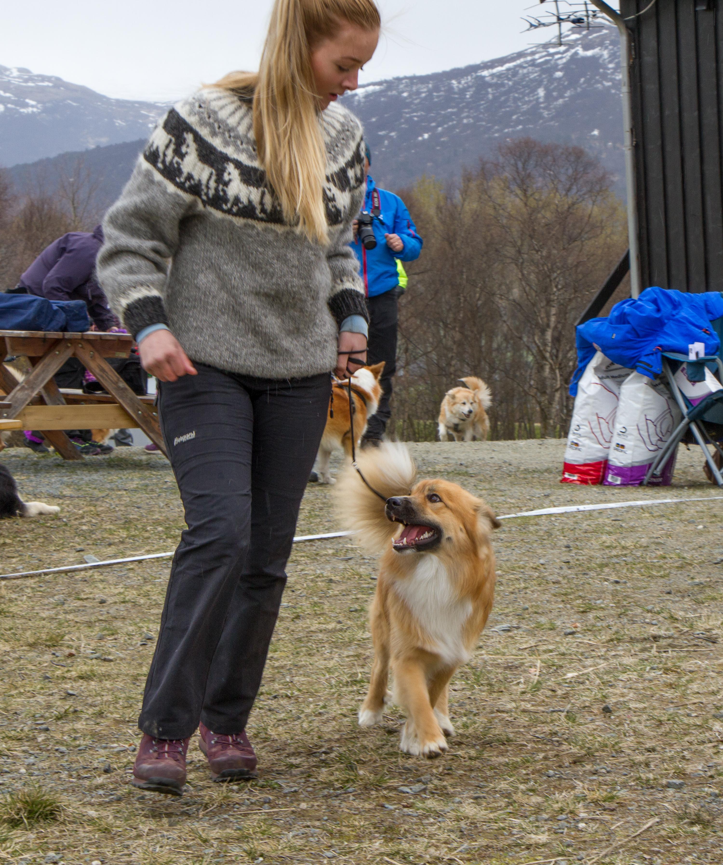 Emilie(15) med Aki.jpg